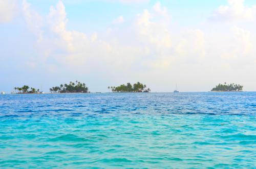 サンブラス諸島の島
