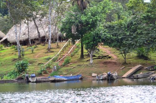 エンベラ族の集落の船着き場
