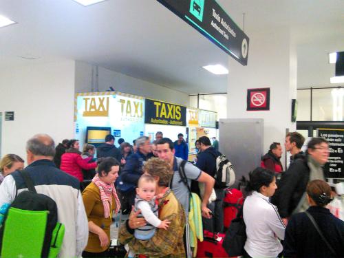 メキシコシティの空港専門タクシー会社のブース