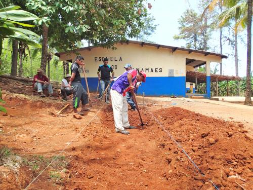 学校菜園の開墾