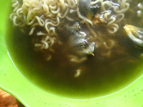 ウイトラコチェラーメンはスープが黒い