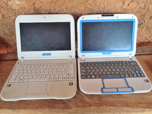 子供が持つパソコン