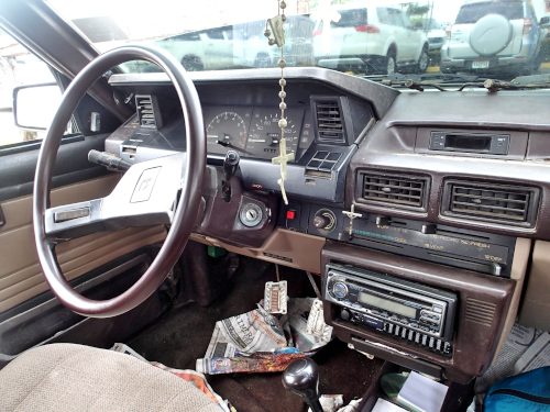 古い日本車の中