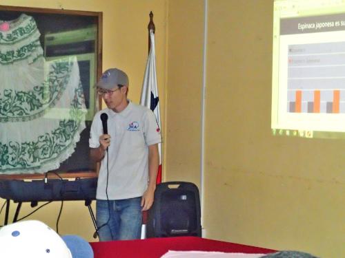 農業技師に話すボランティア