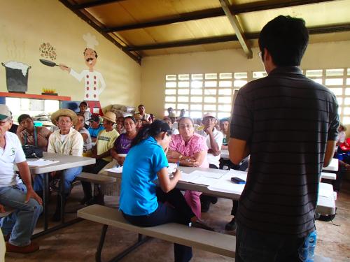 村で話すボランティア