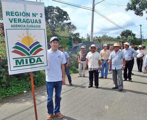 農牧省の同僚たちとパレード