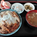 長野県松本市デカ盛り!高橋食堂の大盛りカツカレーと卵とじソースカツ丼