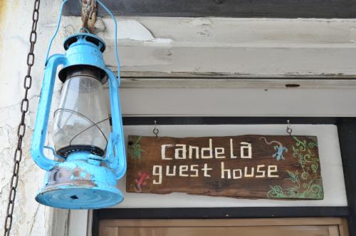 カンデラゲストハウスの看板