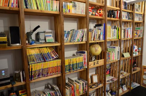 カンデラゲストハウスの本棚