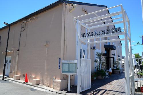 T.Y.Harborの入り口