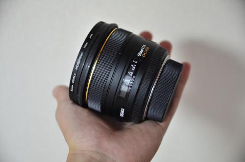 SIGMA 単焦点標準レンズはでかい