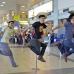 パナマの空港を飛び立つ