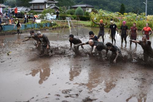 泥んこバレー大会の様子