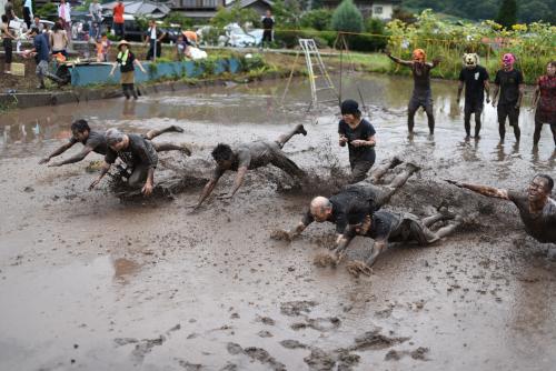泥んこバレー大会の敗者