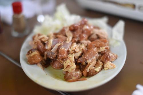 須坂市の鮎川バーベキュウセンターはバーベキュー場ではなく味付け鶏肉をコンロで焼く焼肉屋