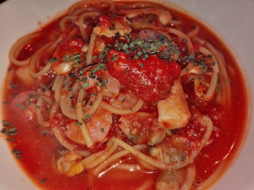 トマトとシーフードのスープパスタ