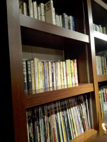 hiyoriCAFEの本棚