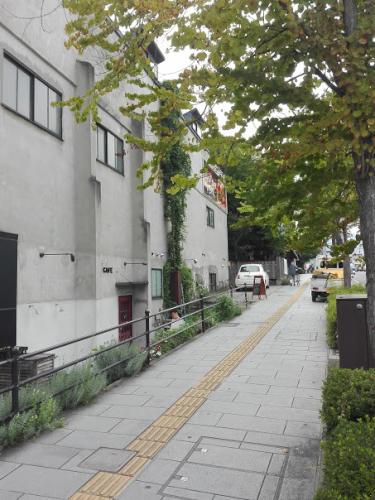 hiyori CAFEの前の道