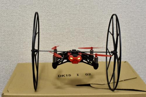輪を付けたParrot MiniDrone Rolling Spider