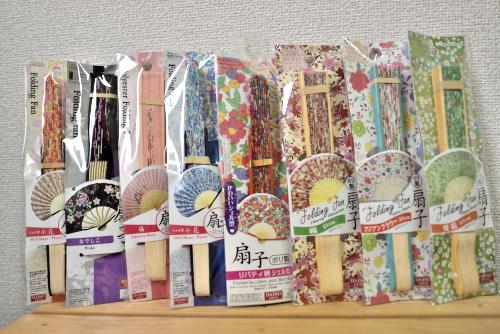百円ショップの扇子