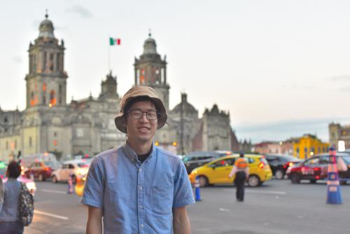 メキシコシティのソカロで記念撮影