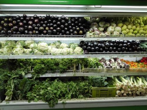 カラカスのスーパーの野菜売り場
