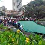 南米ベネズエラの首都カラカスの治安は東京の100倍危険!目の前でひったくり強盗が起き犯人がボコボコにリンチされた