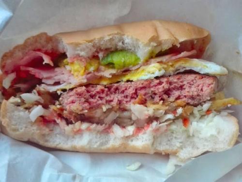ボリューム満点なハンバーガー