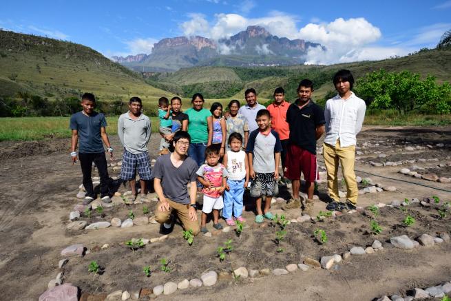 カバックの村人との集合写真