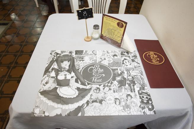 メデジンのメイドカフェのテーブル