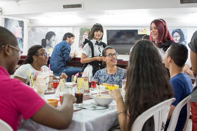 コロンビア人もメイドカフェを楽しむ