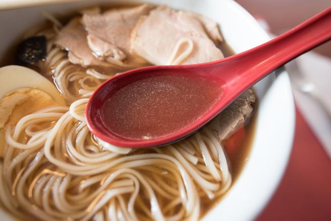 スープはぬるくて薄い