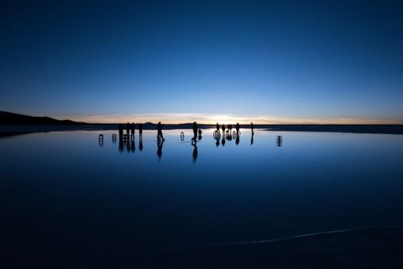日の出前の鏡張りウユニ塩湖