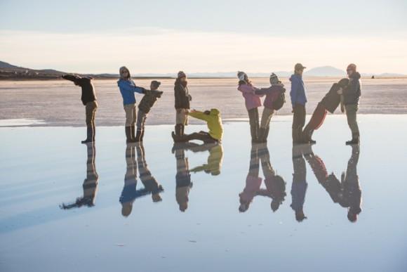 ウユニ塩湖の朝日でJAPAN