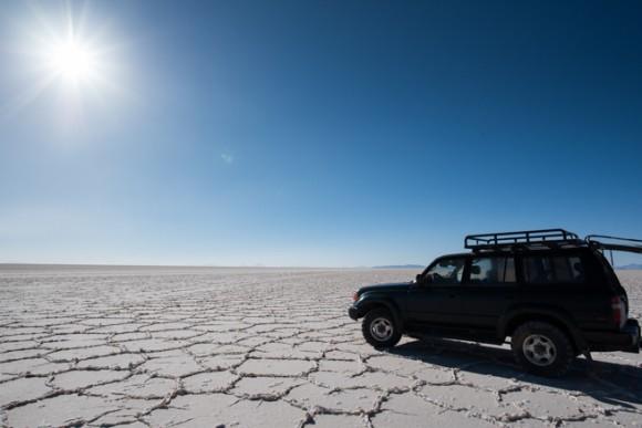 ウユニ塩原に照り付ける太陽