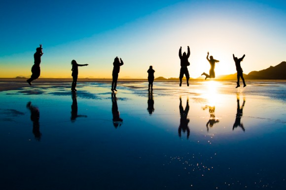 夕陽をバックにジャンプ