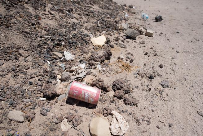 ウユニ列車の墓場の缶ゴミ