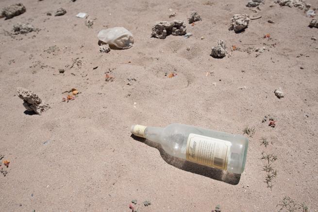 列車の墓場の瓶ゴミ
