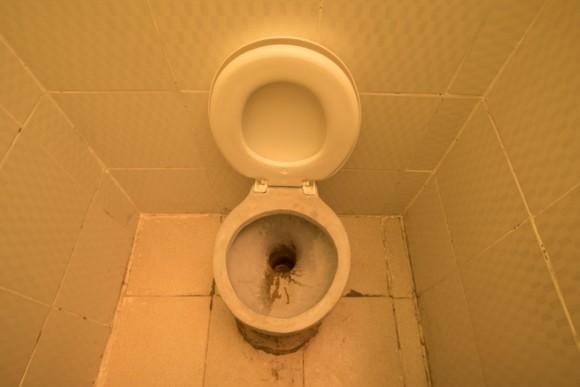 塩のホテルのトイレ