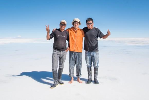 ボリビア人ドライバーと記念撮影