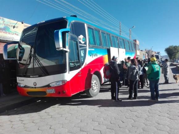 ウユニに到着したバス