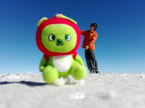 アルクマがウユニ塩湖で巨大化
