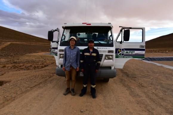 ゴミ回収車と回収員