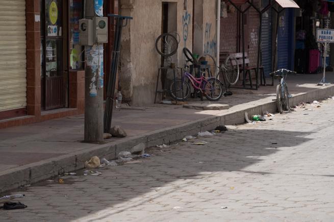 ウユニ市の路上のごみ