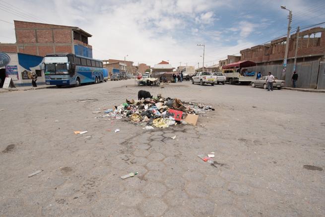 散らかるゴミ