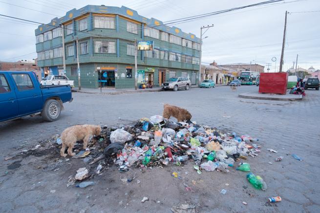 交差点にあるゴミ捨て場