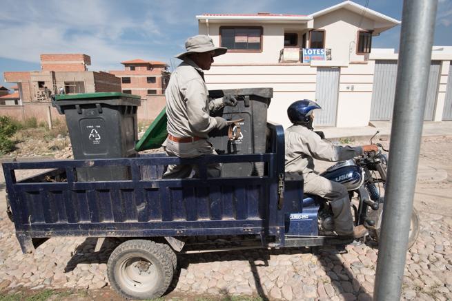 ティキパヤ市のゴミ回収車