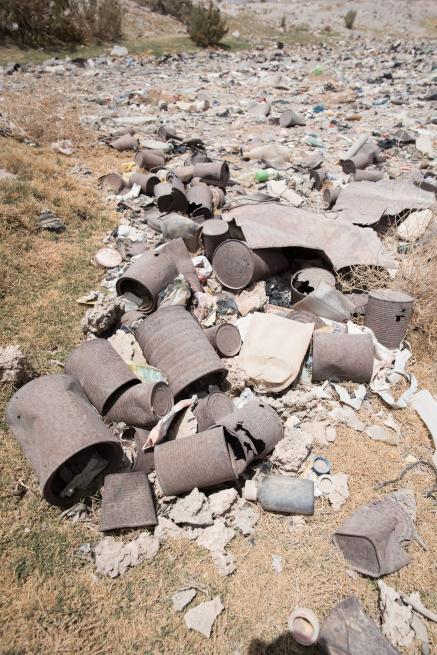 列車の墓場の不法投棄ゴミ