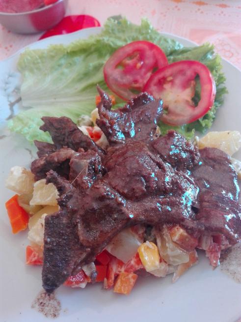焼き牛肉の昼食