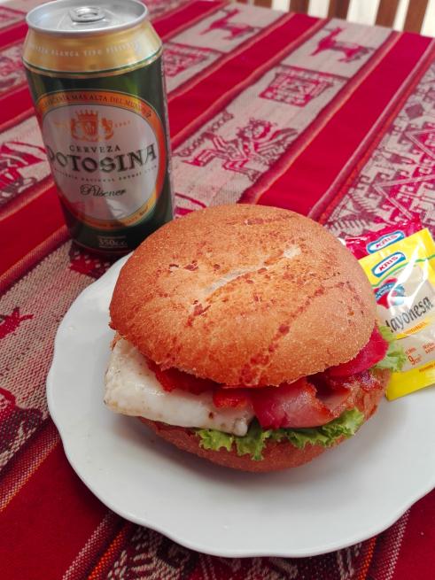 ウユニ市のサンドイッチ